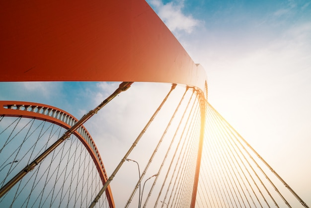 Staalconstructie van rode brug