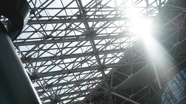 Staalconstructie workshop in aanbouw, stalen frame fabrieksgebouw close-up