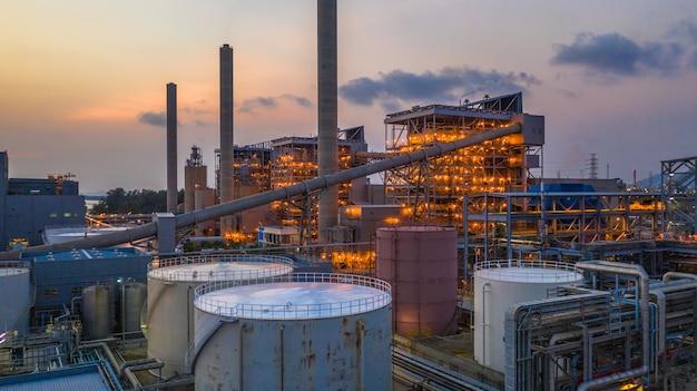 Staalfabriek, metallurgische fabriek, fabriek voor metallurgische staalproductie.