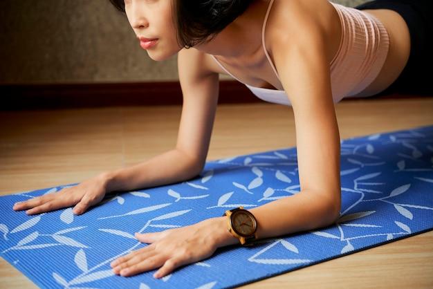 Staande vrouw, in, plank, position