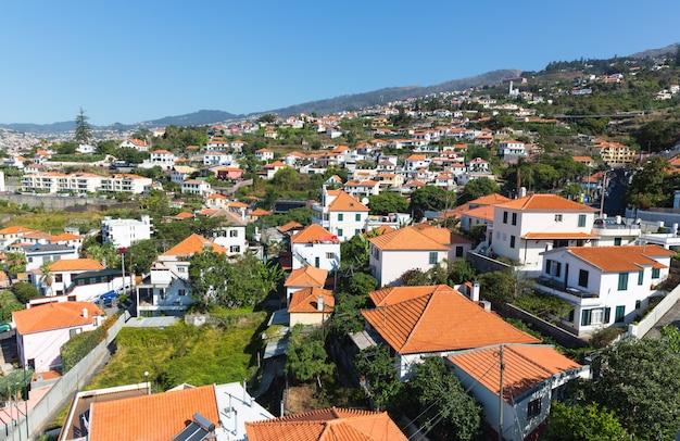 Stad met kleine huizen