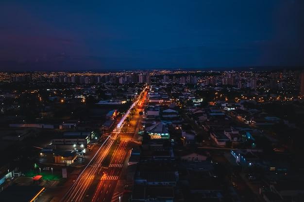 Stad op de zonsondergang