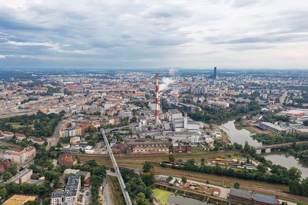 Stad wroclaw van bovenaf. vele huizen