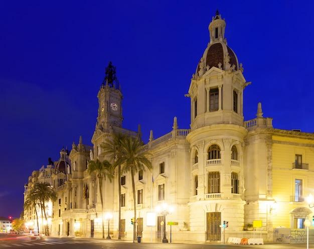 Stadhuis in de avond. valencia