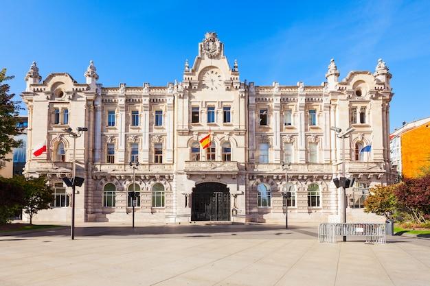 Stadhuisgebouw van santander of ayuntamiento de santander in de stad santander, hoofdstad van de regio cantabrië in spanje
