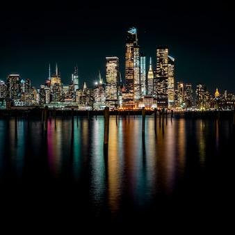 Stadsgebouwen 's nachts