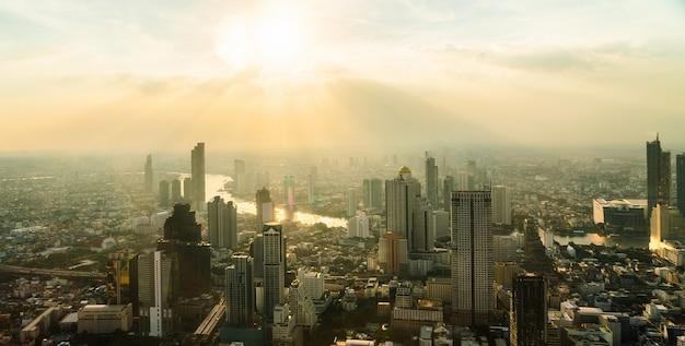 Stadsgezicht en skyline van de stad bangkok, thailand.