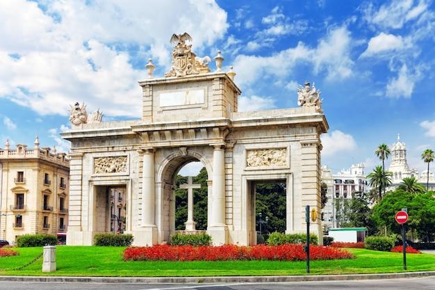 Stadsgezicht historische plaatsen van valencia - stad in spanje.