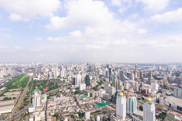 Stadsgezicht met snelweg en verkeer van bangkok