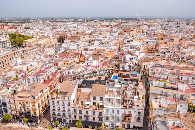 Stadsgezicht uitzicht op sevilla vanaf de top van de giralda. andalusië, spanje.