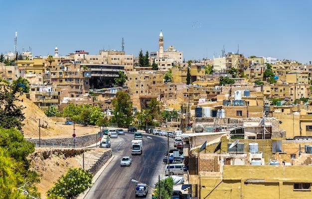 Stadsgezicht van amman, de hoofdstad en grootste stad van jordanië
