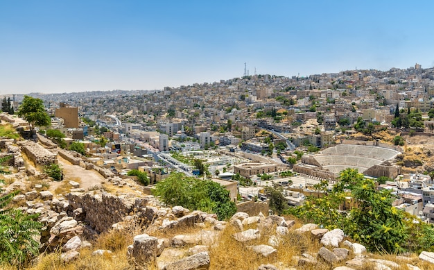 Stadsgezicht van amman het centrum van de citadel - jordanië