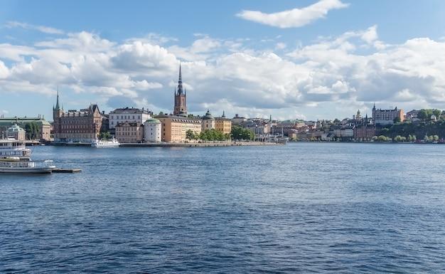 Stadsgezicht van gamla stan, de oude stad in het centrum van stockholm, zweden