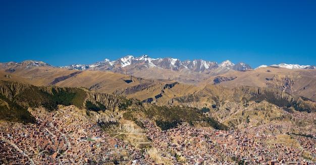 Stadsgezicht van la paz uit el alto, bolivia