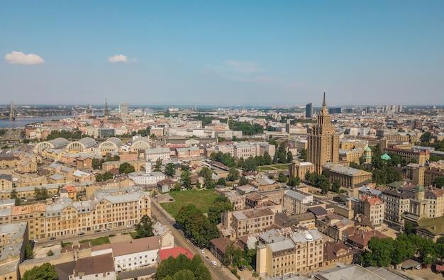 Stadsgezicht van riga, de hoofdstad van letland. luchtfoto