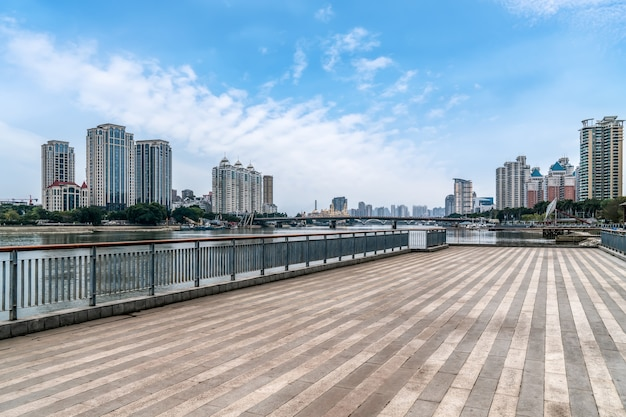 Stadsplein van fuzhou en moderne gebouwen