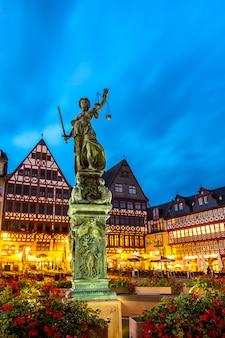 Stadsvierkant romerberg frankfurt duitsland