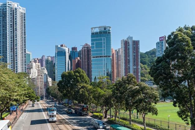 Stadswolkenkrabbers zijn beroemde bezienswaardigheden van hong kong is een van de meest dichtbevolkte