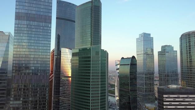 Stadszakencentrum met luchtfoto van wolkenkrabbers