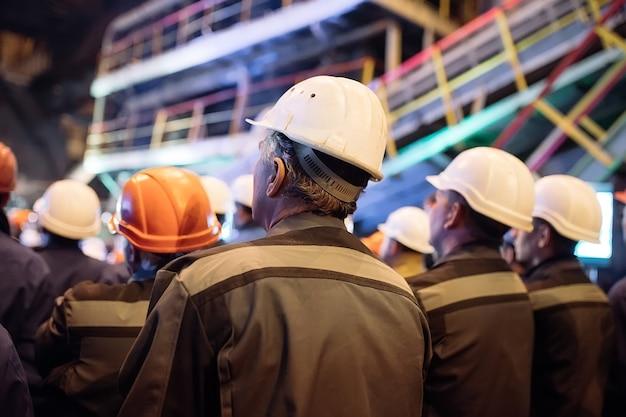Staking van arbeiders in de zware industrie.