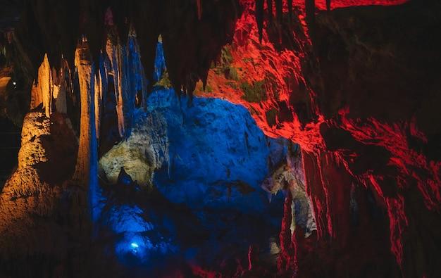 Stalactieten en stalagmiet