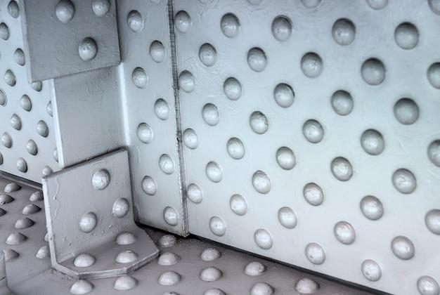Stalen klinknagels in metalen constructie-elementen