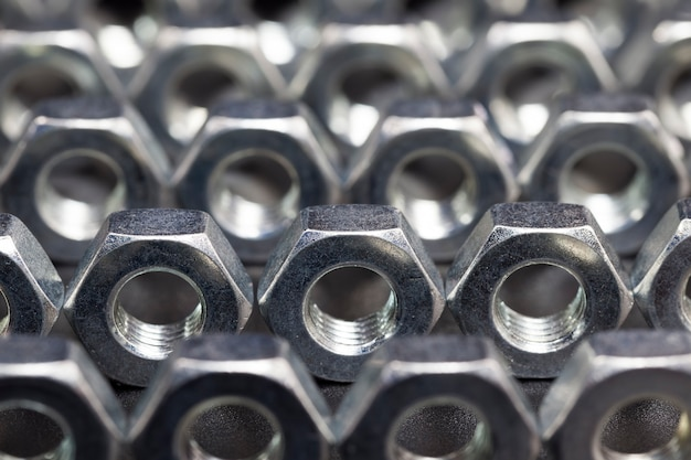 Stalen metalen bouten en andere bevestigingsmiddelen gemaakt van hoogwaardig gelegeerd staal en andere elementen voor hoogwaardig werk
