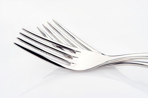 Stalen vork geïsoleerd op witte ruimte