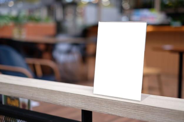 Stand mock-up menu frame tent kaart onscherpe achtergrond ontwerp belangrijkste visuele lay-out.