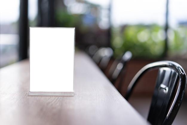 Stand mock up menu frame tent kaart wazig achtergrondontwerp belangrijke visuele lay-out.