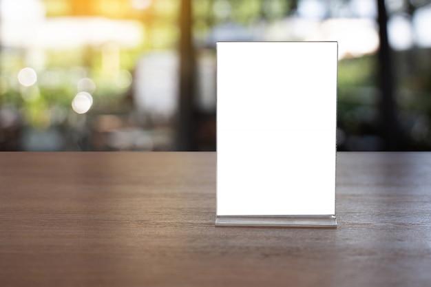 Stand mock up menu frame tent kaart wazig achtergrondontwerp belangrijke visuele lay-out