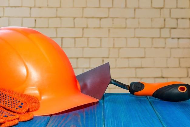 Standaard bouwveiligheid, bouwbescherming en gereedschappen. muur achtergrond