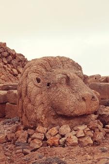 Standbeeld op de berg nemrut in turkije