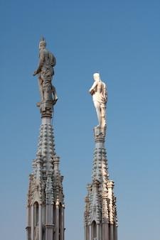 Standbeeld op de torenspits