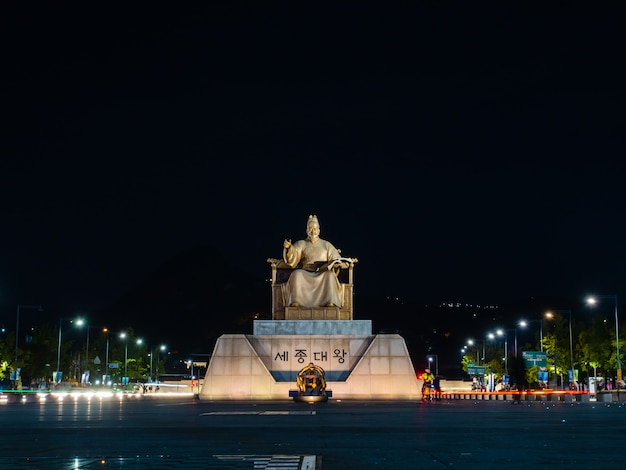 Standbeeld van de sejong de grote op gwanghwamun-plein