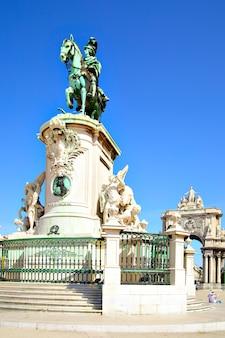 Standbeeld van koning jose op het commerce-plein in lissabon, portugal