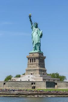 Standbeeld van liberty national monument in new york