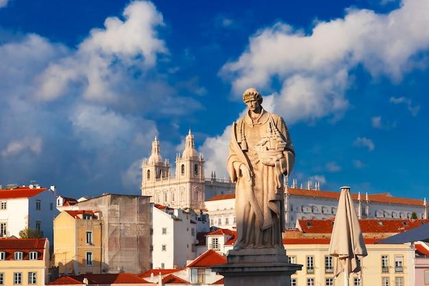 Standbeeld van saint vincent, de patroonheilige van lissabon