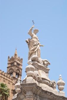 Standbeeld van santa rosalia, kathedraal van palermo