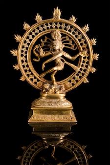Standbeeld van shiva nataraja, lord of dance
