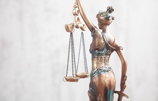 Standbeeld van vrouwe justitia.