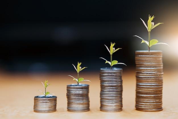 Stap van munten stapels, geld, sparen en investeringen of gezinsplanning concept.