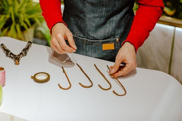 Stap voor stap instructie voor zelfgemaakte kerstsnoepdecoratie. stap 1. winter.