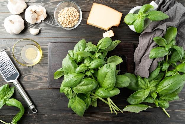 Stap voor stap italiaanse pestosaus bereiden stap voor stap alle ingrediënten voorbereiden