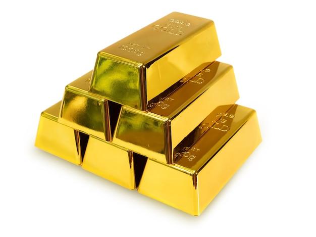 Stapel 6 goudstaven 1 kg op een witte achtergrond