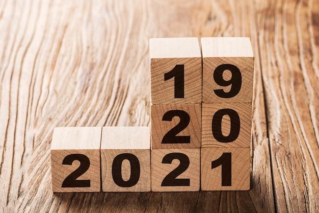 Stapel blokken met jaar 2019, 2020 en 2021