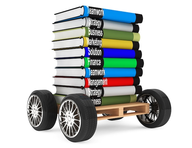 Stapel boeken met autowielen op een witte achtergrond