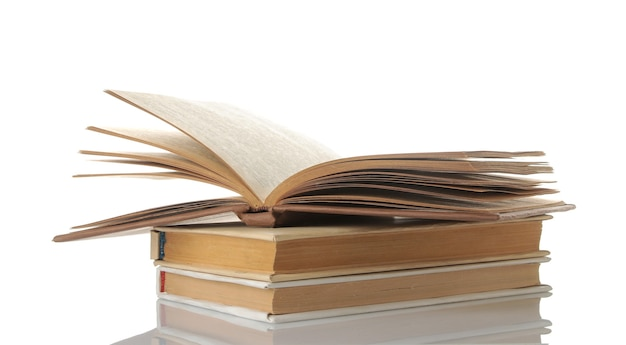 Stapel boeken op een witte geïsoleerde achtergrond. oude boeken. opleiding. school. studie