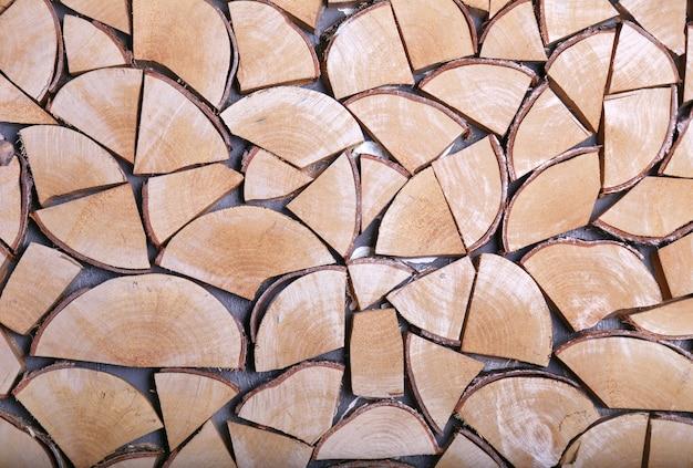 Stapel brandhout. stapel van gestapeld driehoekbrandhout