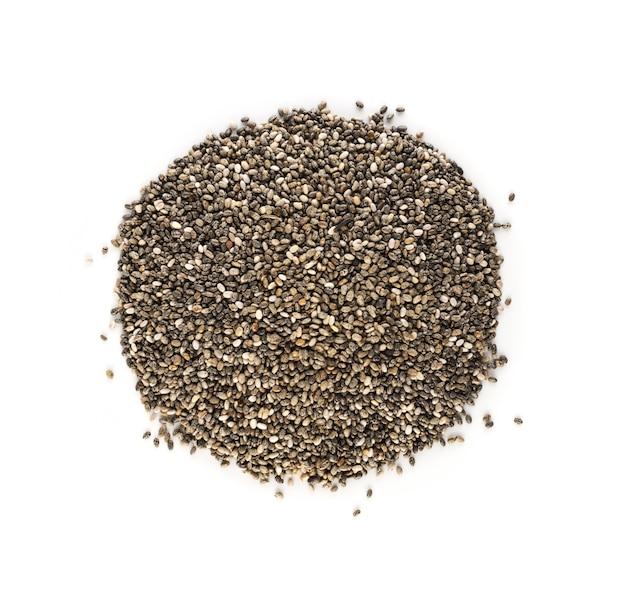 Stapel chia zaden geïsoleerd op een witte achtergrond. salvia hispanica ook wel bekend als superfood top view